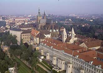 Hrad Pražský hrad - letecký pohled na část areálu hradu